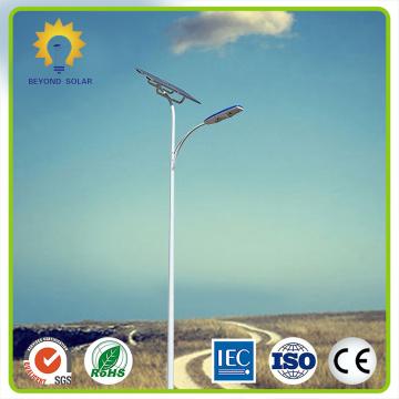Lâmpada solar de rua LED de 130 lm / w