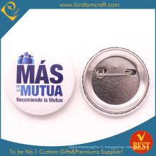 Mutua Tin Button Badge dans un style concis pour l'équipe