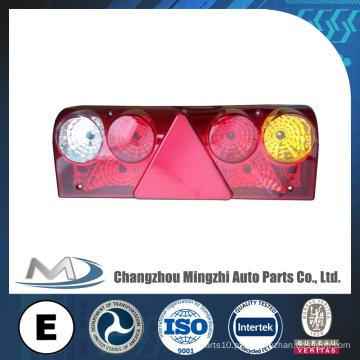 Peças sobressalentes para camiões Europa Tipo Lâmpada traseira Lâmpada de cauda LED para Ben-z Truck with Triangle