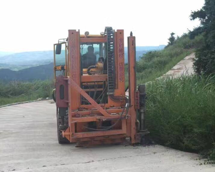 Highway Hydraulic Guardrail Pile Extractor