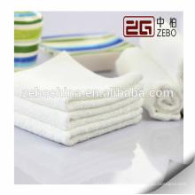 Hot Selling Custom Logo disponible Pure White Hotel Serviette de bain en coton