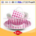 Vajilla de cerámica de porcelana real rosa y blanco con taza de porcelana de puntos