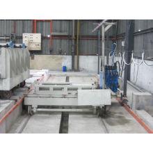 Machine de fabrication de panneaux muraux préfabriqués multifonctions
