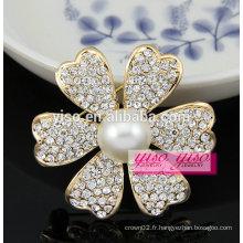 Broches en fleurs perlées à la main