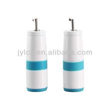керамические масла и уксуса бутылки с силиконовой лентой и базы