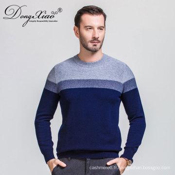 Pull tricoté à la main de couleur bleue en laine pour les hommes