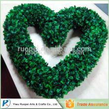 coeur de yiwu en forme de guirlande de Noël vert décoratif en plastique, guirlande de coeur de buis faux