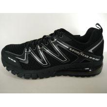 Zapatillas de deporte corrientes negras retras de los hombres