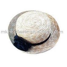 Модная соломенная шляпка с травой настойки