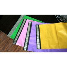 Bolsa de embalaje postal color plástico con sello adhesivo de hebra