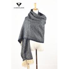 Moda de la señora de invierno con manta de abrigo
