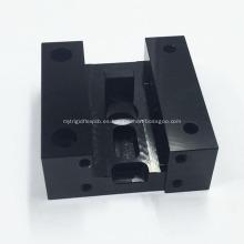 CNC que trabaja a máquina la parte de la aleación de aluminio