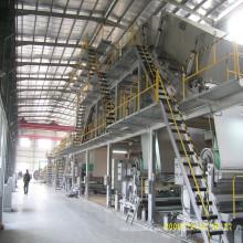 Máquina de fabricación de papel con revestimiento blanco