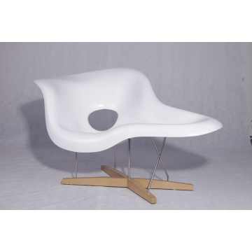 Chaise longue sagomata in stile moderno