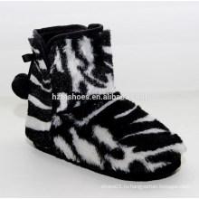 Черно-белая зебра-полоса окрашены дешевые ботинки снега женщин мягкой обуви