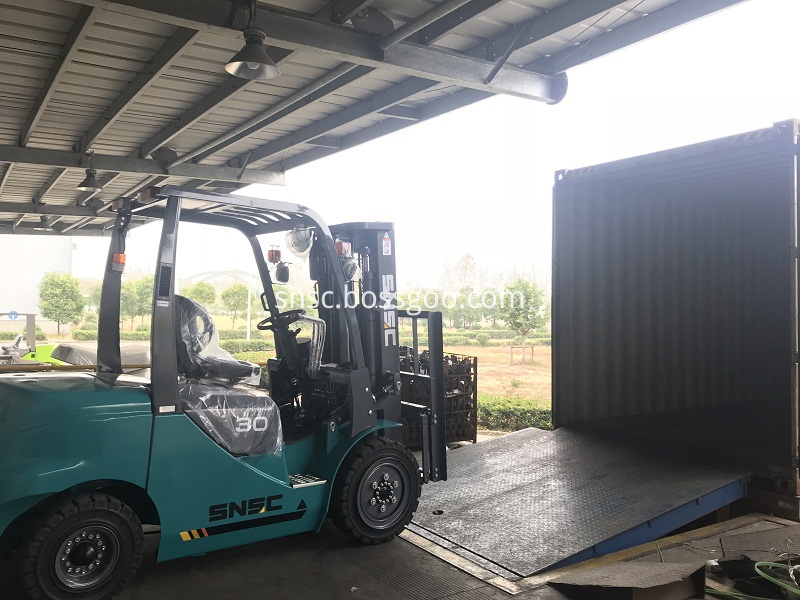 4 units 3 ton forklifts exported to ALGERIA from sheri (1)