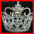 Grandes coroas claras e redondas do desfile de strass