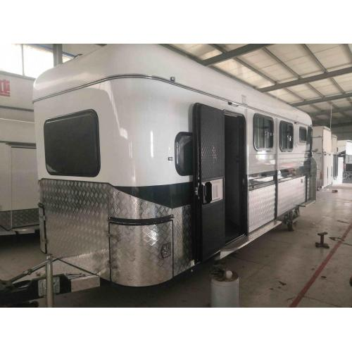 Square Horse Trailer con barrio