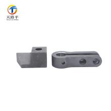 Tire de piezas de automóviles de acero al carbono 1045 fundición de precisión