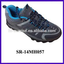 2014 Los hombres más nuevos de la energía de la calidad china que van de excursión los zapatos