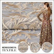 De buena calidad estilo de moda color personalizado saree máquina floral bordado de encaje