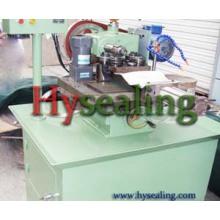 Kammprofile Machine pour fabriquer un joint en métal