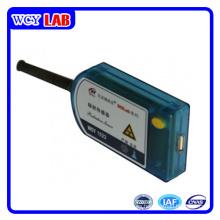 Puerto USB sensor de radiación de enseñanza sin pantalla en el laboratorio digital