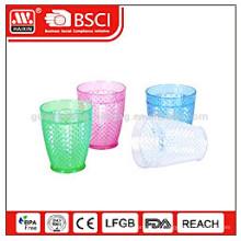Красочные одноразовые пластиковые чашки