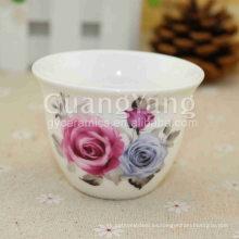 Flores hermosas diferentes del precio al por mayor que imprimen las tazas rojas de cerámica solas