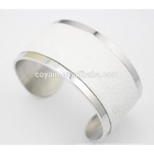 Einzigartige große Öffnung breite weiße Leder Stulpe Armband für Frauen