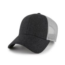 Melton y gorra de béisbol en blanco de malla