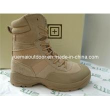 Botas de remoção do tênis no couro de camurça do exército