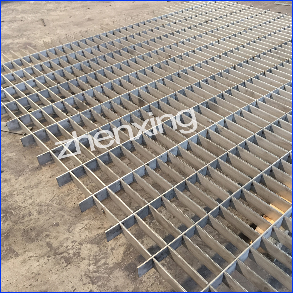 Galvanized plug grating