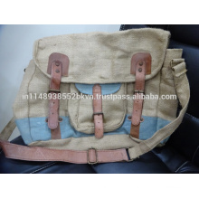 Messenger Bag in Canvas