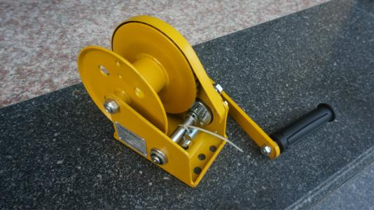 Self locking hand winch