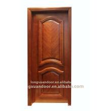 Puerta compuesta de madera