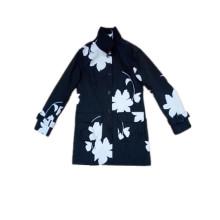 Schwarzweiss-Blumen-Kapuzen-PVC-Regenmantel für Frau