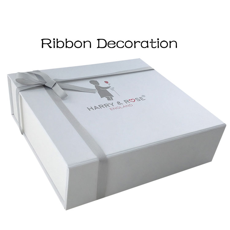 Luxury fashion gift packaging cardboard clothing box