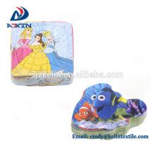 Las botellas de pasta de dientes de la promoción forman la toalla mágica con el logotipo bordado