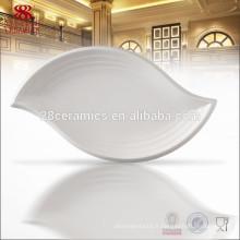 ensemble de dîner fait en porcelaine blanche assiette de porcelaine