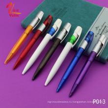 Рекламная красная пластиковая шариковая ручка с дешевыми предметами