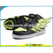 La luz del nuevo LED de la manera del producto encadena los zapatos ocasionales de la zapatilla de deporte luminosa