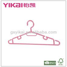Cintres en plastique pour vêtements