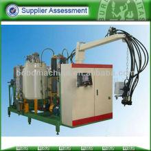 Polyurethane foam injection machine