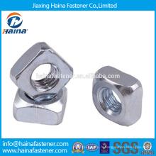 En stock Fournisseur chinois DIN557 Acier inoxydable / écrou carré en acier au carbone avec HDG / Zinc plaqué.