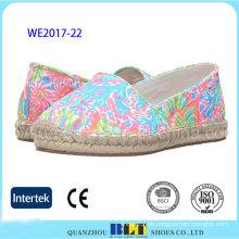 Neue Produkt-bunte Art Beleg-auf Schuhen