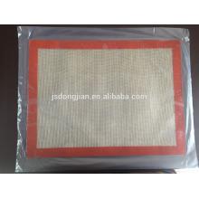 China Jiangsu Dongjian supply high quality easy clean silicone baking mat non stick