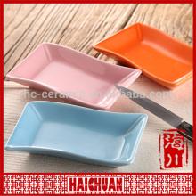 Vajilla de cerámica ovalada roja con tapa de silicona