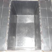 Différentes tailles de conteneurs en plastique imbriqués