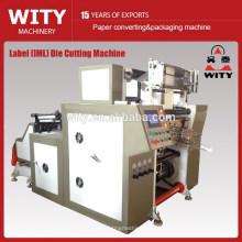 Na máquina de corte do molde da etiqueta do molde